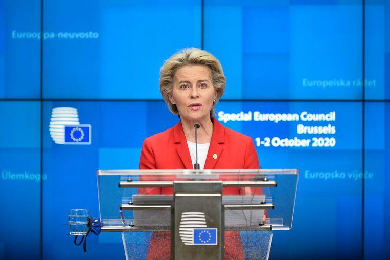 Voorzitter van de Europese Commissie Ursula Von der Leyen tijdens de persconferentie na afloop van de vergadering op donderdagnacht. (02/10/2020) Beeld EPA