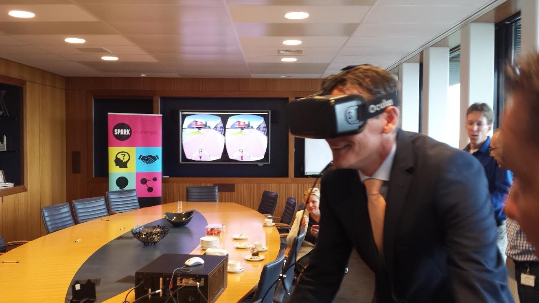 De resultaten van de onderzoeken worden eerst gesimuleerd met een Oculus Rift, waarmee de werkelijkheid in 3D wordt nagebouwd