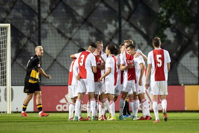 Thom Haye ziet Ajacieden een doelpunt vieren.