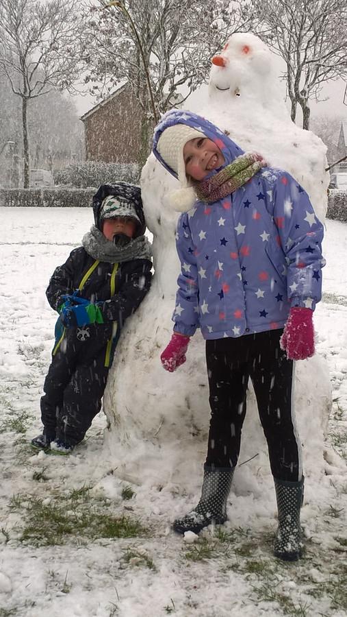 In Kaatsheuvel hebben deze twee ook en sneeuwpop gemaakt.