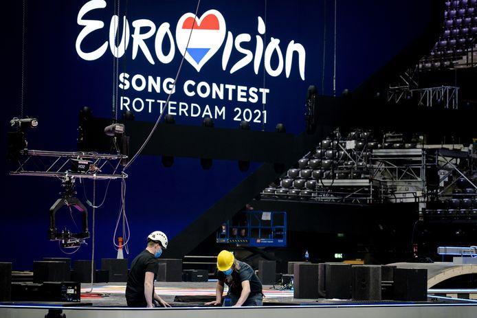 In Rotterdam Ahoy wordt de laatste hand gelegd aan het podium voor het Eurovisie Songfestival, het grootste podium dat ooit in Ahoy heeft gestaan.