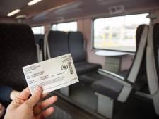"""Fermeture de guichets de la SNCB: """"Des billets papier plus chers? Une discrimination"""""""