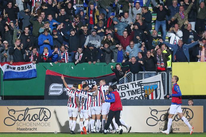 Het uitvak met Willem II-supporters in Sittard, waar Willem II met 4-4 gelijkspeelde tegen Fortuna.