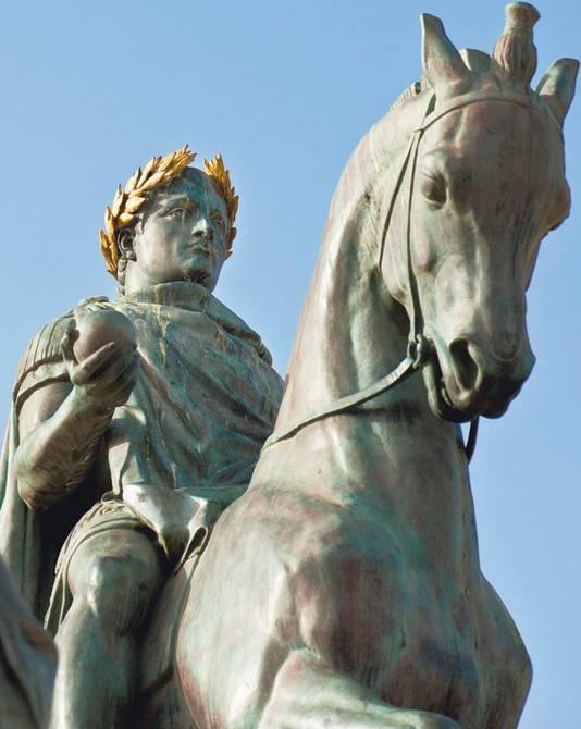 Het standbeeld van Napoleon als Romeinse keizer in Ajaccio.