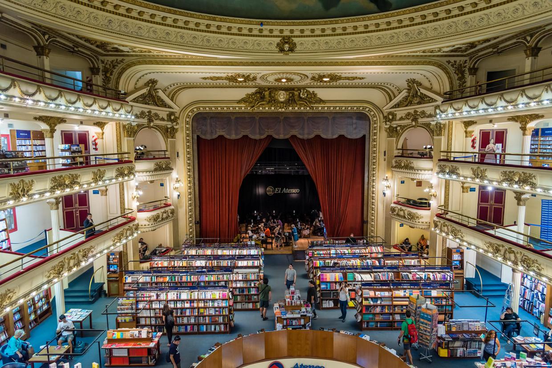 Een van de mooiste boekenwinkels ter wereld: El Ateneo Grand Splendid in Recoleta, een wijk in de Argentijnse hoofdstad Buenos Aires. Beeld Alamy Stock Photo