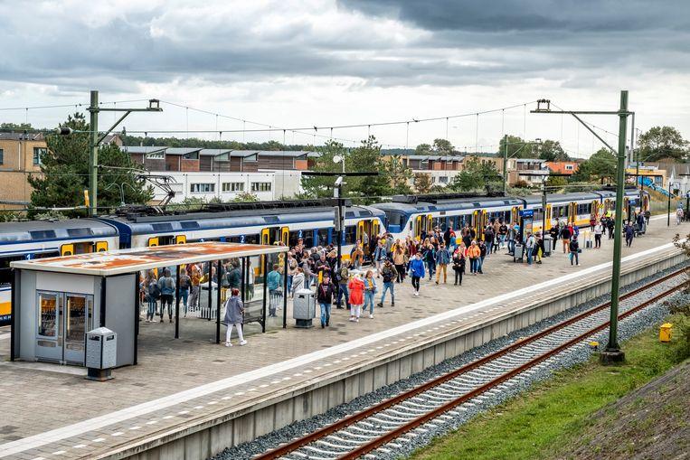 Het kleine station van Zandvoort dat tijdens de Formule 1 per dag 50 duizend extra  bezoekers moet gaan verwerken. Beeld null