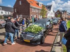 Hoe DUNO met de tragedie van de overleden jeugdtrainer omgaat: 'Mag ik mijn roos neerleggen?'