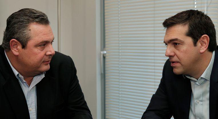 Syriza-frontman Alexis Tsipras (r) en de leider van de Onafhankelijke Grieken, Panos Kammenos (l). Beeld EPA