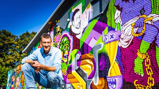 Ontelbare auto's reden langs muurafbeelding Jip en Janneke van Lennart, maar nu niet meer