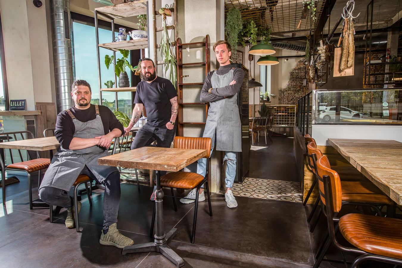 Bask  dat is een nieuw restaurant in Ledeberg, op de hoek van de Edward Pynaertkaai, recht tegenover het Keizerspark.  van L naar R Gilles Bogaert ; Sam D'huyvetter en  Jordi Michiels