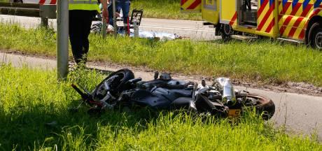 Motorrijder raakt zwaargewond bij frontale botsing in Zwijndrecht: 'Hij vloog tientallen meters door de lucht'