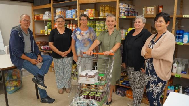 """De Kapstok houdt opendeur op nieuwe locatie: """"Overgeschakeld van voedselbedeling via pakketten naar een winkelsysteem"""""""