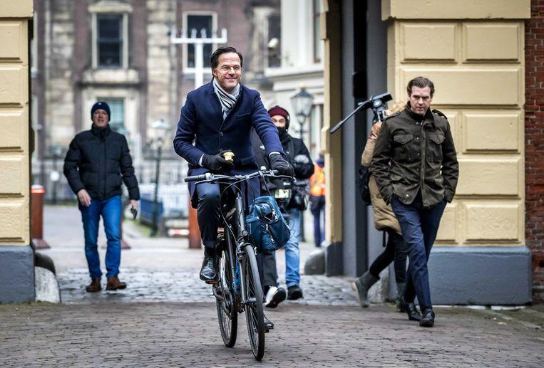 Premier Mark Rutte vrijdagochtend bij aankomst op het Binnenhof.  Beeld ANP