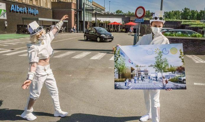 Er komt een goederenlift voor leveringen aan de poort bij Albert Heijn zodat het pleintje aan de ingang verkeersvrij gemaakt kan worden.