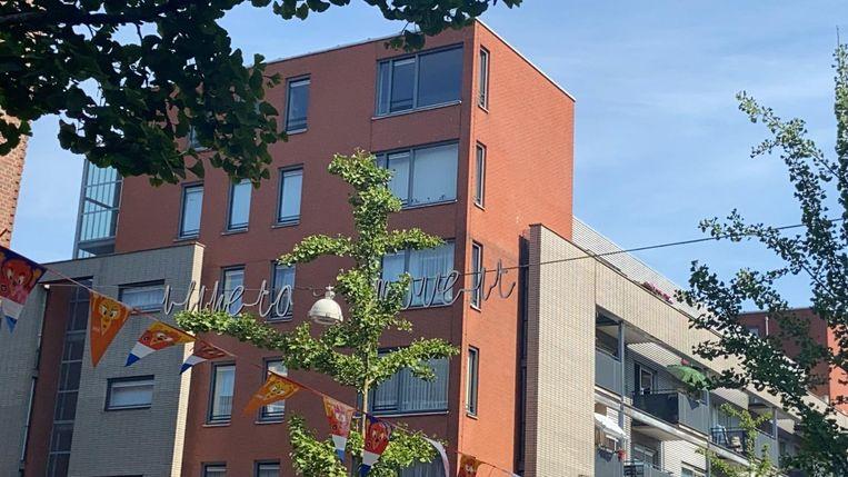 Lichtsnoer 'I like to move it' in de Vespuccistraat. Beeld Sep Oosterkamp