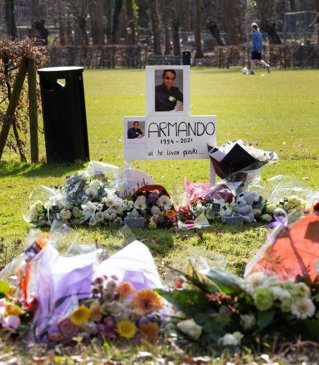 Bloemenzee op Rijswijks Julialaantje om doodgestoken Armando (26) te herdenken