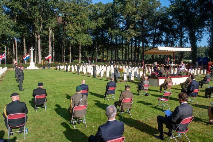 Sobere herdenking op de Airborne Begraafplaats in Arnhem op 20 september 2020.