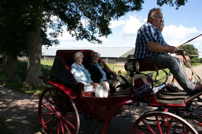 Afgelopen zondag was het op de dag af zestig jaar geleden dat Herman en Marie Rosenkamp- Scholten in het huwelijksbootje stapten.