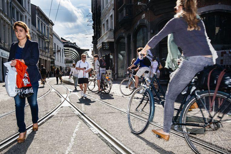 Minder auto's en meer ruimte voor voetgangers en fietsers: dat is de bedoeling van het nieuwe circulatieplan. Beeld Wouter Van Vooren