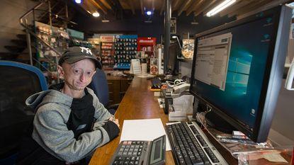 Progeriapatiënt Michiel heeft eerste job beet