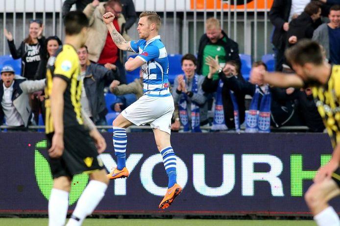 PEC Zwolle-verdediger Maikel van der Werff legt in 2015 alle speculanten in één klap het zwijgen op. Hij heeft 'gewoon' gescoord tegen zijn toekomstige werkgever Vitesse.