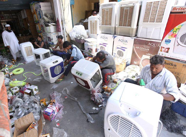 Verkopers van ventilatoren en airconditioning draaien overuren. Beeld EPA