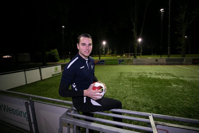 Trainer Jop Poeliejoe van de voetbalschool: ,,We gaan meer in op de individuele behoefte van de spelers.''