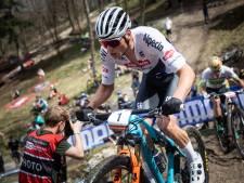 Van der Poel tankt vertrouwen op mountainbike met winst in Tsjechië