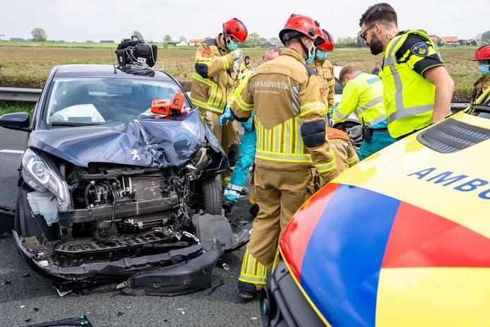 Ongeluk tussen twee auto's op de A27 bij Nieuwendijk richting Werkendam. De weg is inmiddels weer vrij.