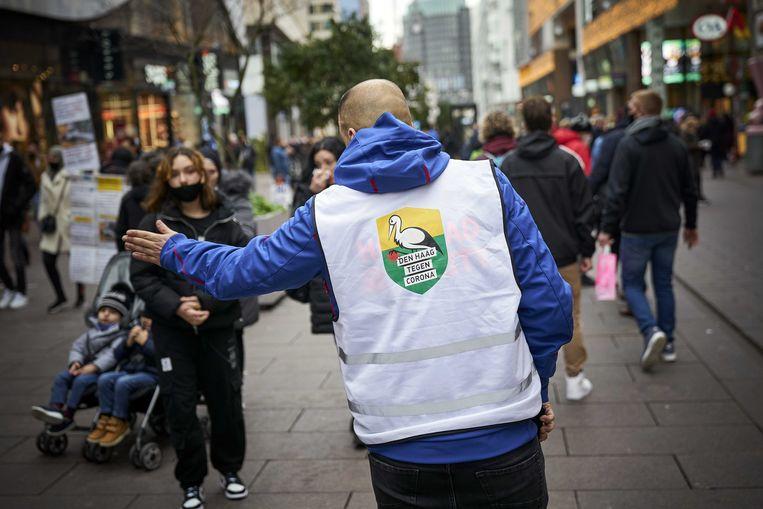 Drukte in de binnenstad van Den Haag maandag. Beeld ANP