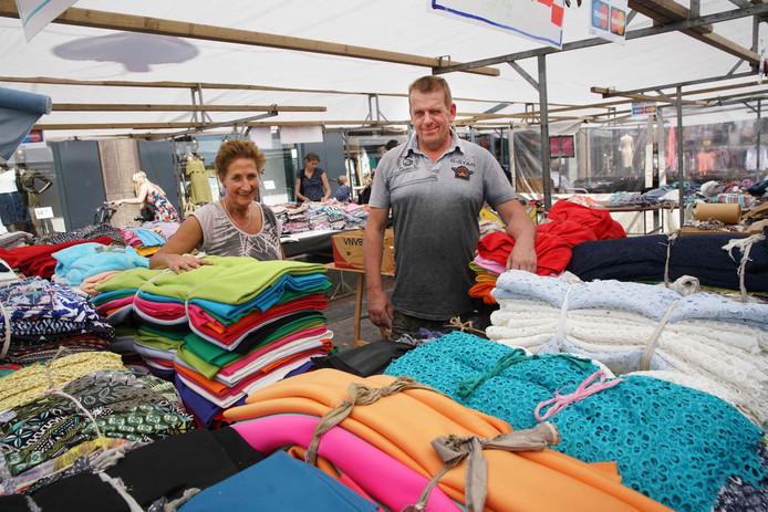 Het echtpaar Sambeek op de Nijmeegse markt.