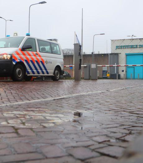 Gevangene slaat medewerker PI Vught ziekenhuis in en belandt in isoleercel