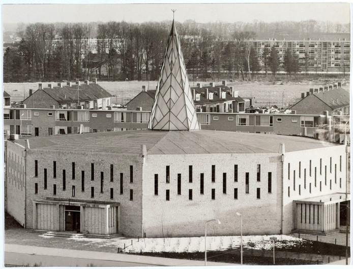 Kerk van de Parochie H. Pastoor van Ars aan de Beneluxlaan, omstreeks 1960.