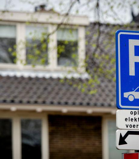 'Mag je parkeren bij een oplaadplek als je betaalt?'