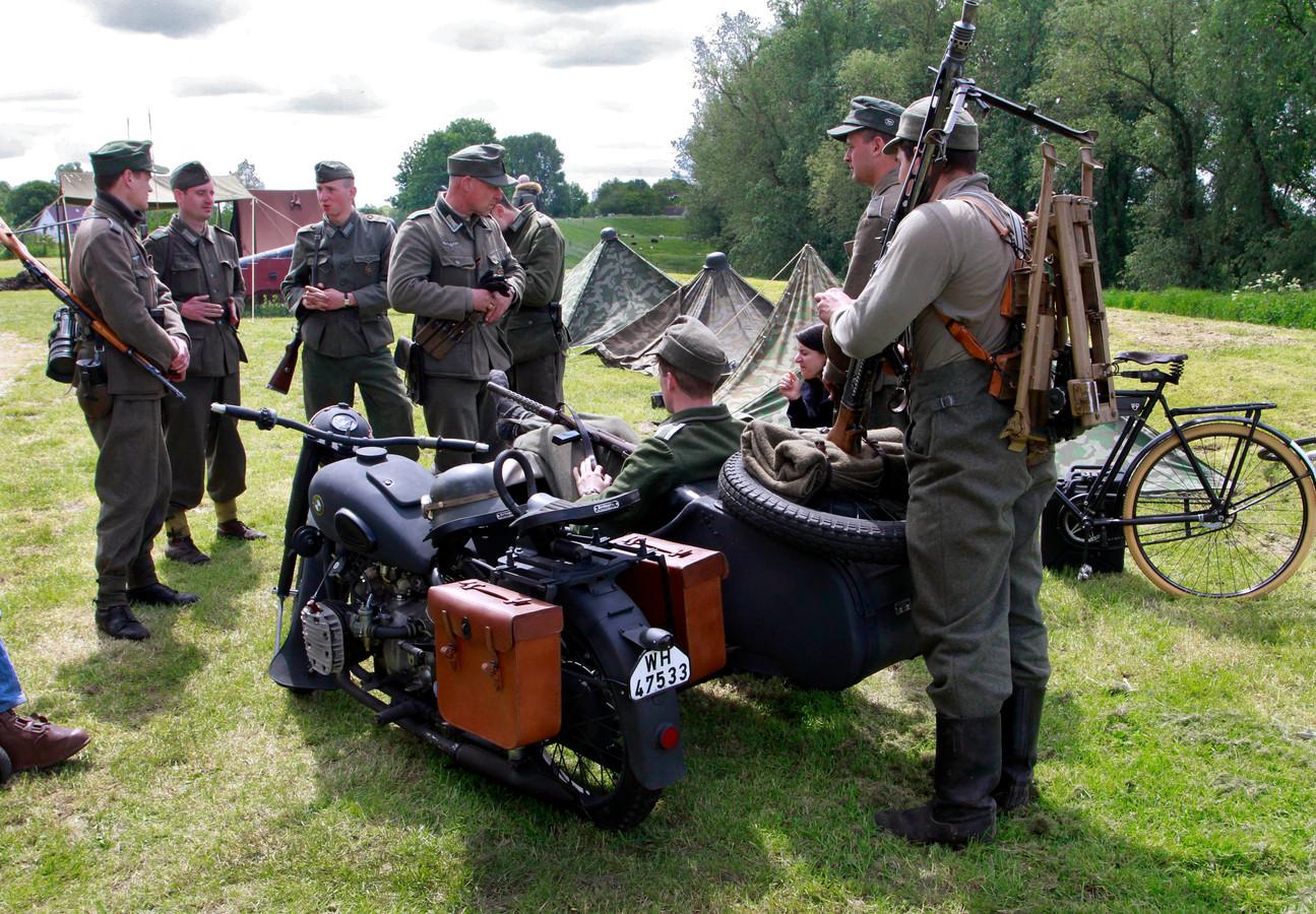 Fort de Hel is weer open voor publiek . Het soldatenleven van 1943 herleefde dit weekend.