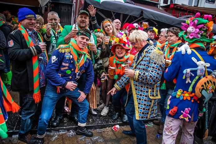 Met de regen en de zegen van boven was de Korte Heuvel ook op de carnavalsmaandag van 2020 het decor voor het Kaajbaandefist.