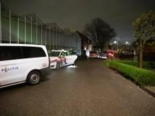 Veertig feestgangers aangehouden na coronafeest in Naaldwijk, 25-jarige gewond na verstoppoging