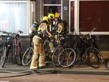 Brandweer rukt met spoed uit naar woningbrand in Delft, vuur met één straal geblust