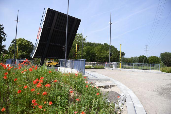 De brug wordt binnenkort eindelijk in gebruik genomen.
