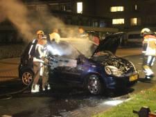 Auto brandt uit op parkeerplaats in Zwolle