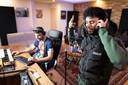 Nass in de studio met Harun B, een van de producers met wie hij geregeld werkt.