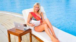 Elize (21) schrijft haar thesis tussen de bikinishoots van Miss België door