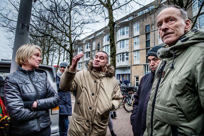 Verontruste buurtbewoners eisen maatregelen tegen de stijgende criminaliteit.