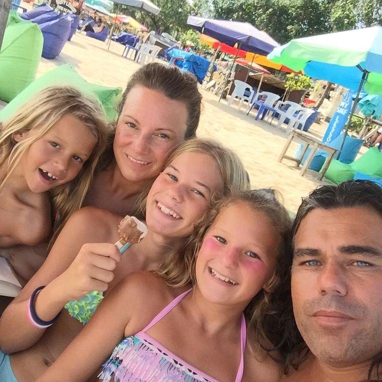 Jessa, Romaine, Joli, Juna en Didi (v.l.n.r.) wonen nu op de camping. Beeld
