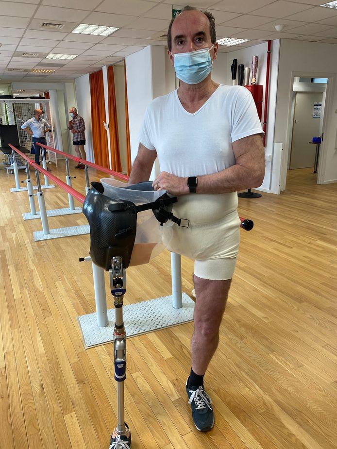Stefan Aerts met zijn beenprothese.
