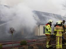Houtkachel veroorzaakt fikse schuurbrand in Uddel: naastgelegen woning loopt schade op