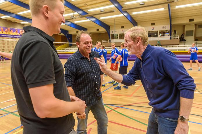 Jaap Heerze (rechts) overlegt met Arjan Heupers en Hans Bruins.