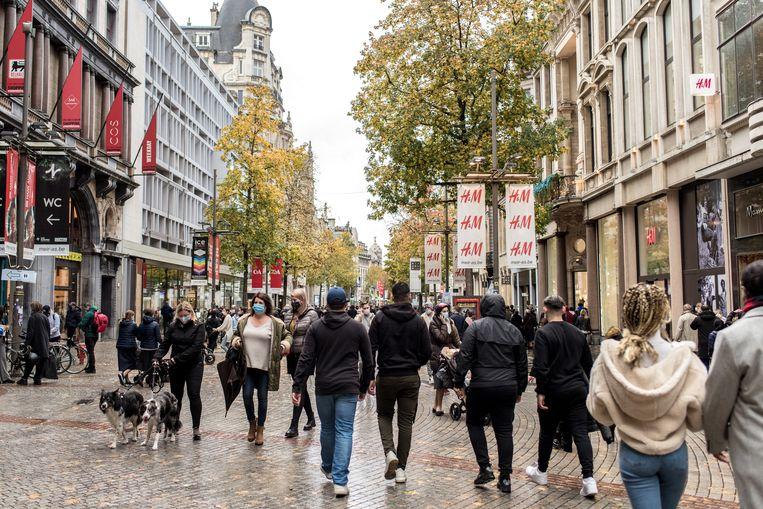 Koopzondag in Antwerpen, net voor de lockdown. 'Burgemeesters willen altijd de belangen van de lokale economie vrijwaren.' Beeld Tine Schoemaker