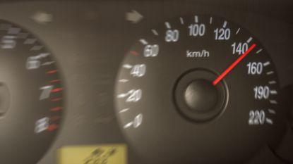 Nicolas laat wagen herstellen bij Carglass. Even later meldt smartphone dat auto met 148 per uur door zone 50 scheurt