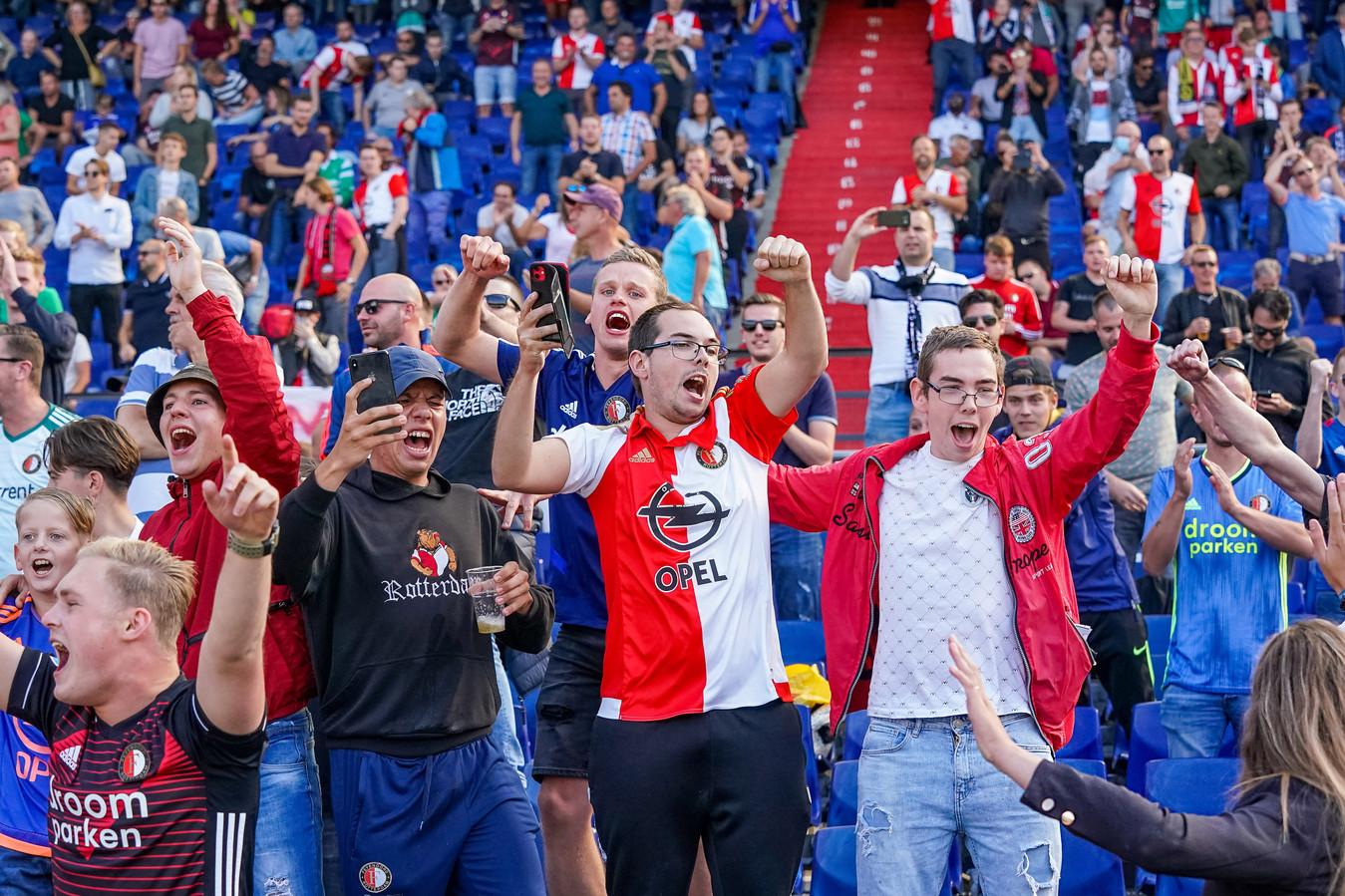 Feyenoord-fans in de Kuip, zondagmiddag tijdens het duel met FC Twente.